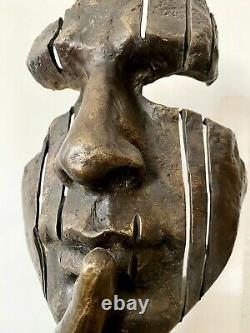 Figure In Bronze -büste On Base In Marble Signed Tribute To Salvador Dali