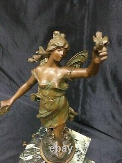 Ancienne Pendule Marbre Bronze et statue régule la Messagère signée A Moreau