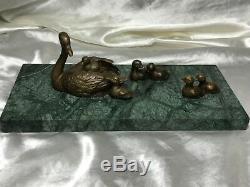 Beau Bronze Mother Swan Oiseau Avec Bébé Cygneaux Sculpture Signé Marbre Base