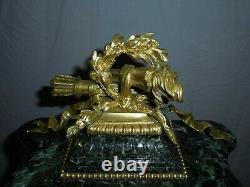 Belle pendule a poser en marbre et bronze, le mouvement signé Samuel Marti