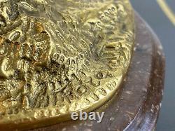Bronze Signé A Patine Brune Et Doré Sur Socle Marbre (cavalier Avec Son Chien)