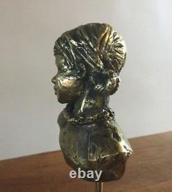 Buste de fillette. Bronze doré/socle en marbre. Monogrammé PM. 10x7x5. Hauteur 25
