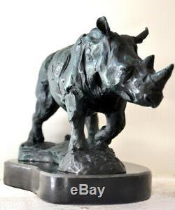 Figure en Bronze Rhinocéros sur Base Marbre avec Signature comme Nachguss