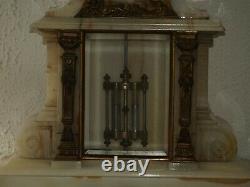 Grande pendule de notaire en marbre blanc et bronze signée C. Detouche