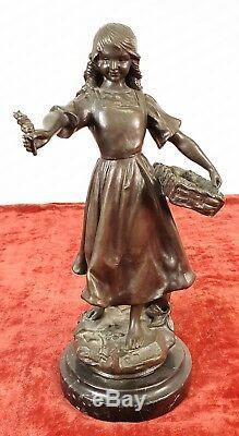 Le Fleuriste. Sculpture De Bronze. Base De Marbre Aj Scalle. Century XX