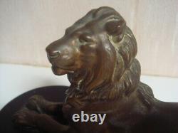 Lion en bronze signé barye 1795 1875, 16 cm x 7 cm support marbre