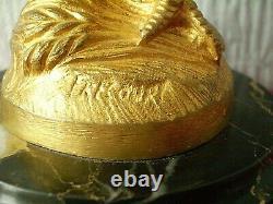 MAURICE FRECOURT coq chantant en bronze doré sur socle en marbre / signé