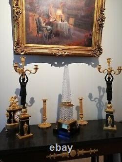 Maison Bagues signé, très grand obélisque en cristal et bronze doré
