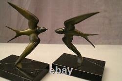 Paire de serre-livres aux hirondelles bronze sur marbre signée Georges Garreau