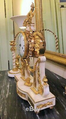 Pendule Portique Louis XVI en Marbre Blanc et Bronzes dorés Signée Thonissen