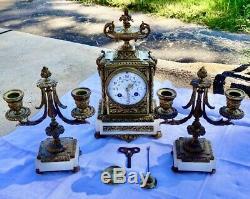 Pendule & bougeoirs Garniture de cheminée bronze mouvement signé samuel marti