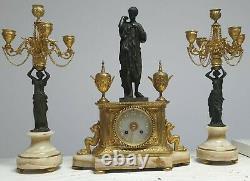 Pendule clocks horloge marbre et bronze avec chandeliers estatuet signe