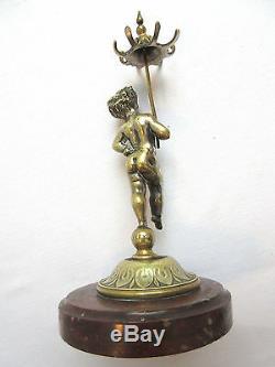 Porte-montre bronze argenté / marbre Angelot chérubin à l'ombrelle signé L. KLEY
