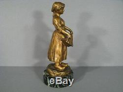 Sculpture Bronze Jeune Fermière / Statue Bronze Femme A La Corbeille De Fleurs