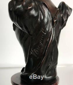 Sculpture En Bronze Ancien Sur Socle En Marbre D'une Femme Élégante Signée