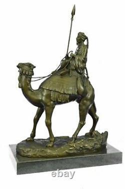 Signée Leonard Arbab Homme Voyage En Désert Avec / Camel Marbre Nr Bronze
