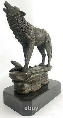 Signée Original Art Hurlant Loup À The Lune Bronze Sculpture Marbre Base Figure