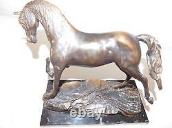Statuette de cheval en bronze socle en marbre Huracan par Diego Garcia