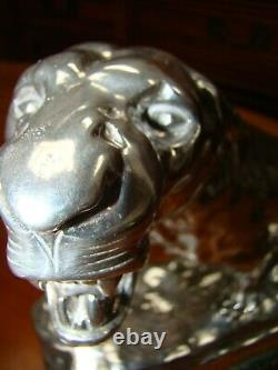 VALTON Charles (1851-1918) Lionne blessée Bronze argenté & Marbre signé