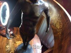 Vintage 20th Siècle Chair Mâle Bronze Sculpture Marbre Base après Auguste Moreau